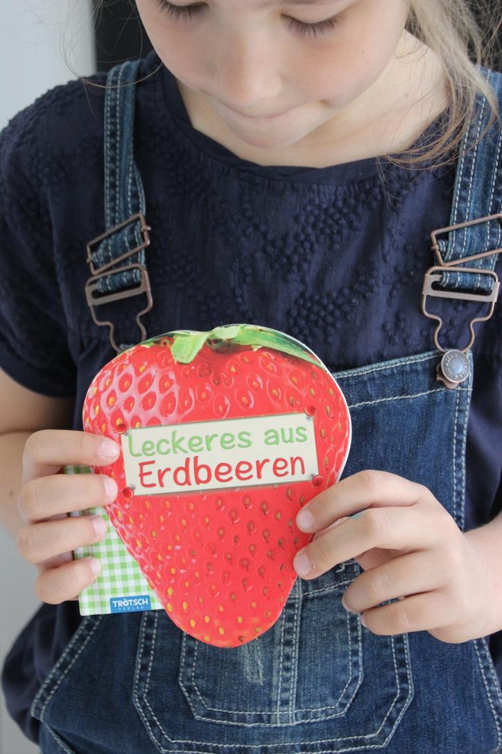 "Geschenk-Kochbuch ""Leckeres aus Erdbeeren"": Formgestanzt!"